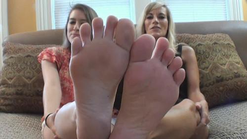 Zoe and Marissa Compare and Toe Wrestle