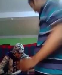 محجبه شغاله معاه يلعب ف بزازها وتقلع ومخبي كاميرا يصورها عريانه
