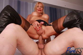Pure-ts_presents_Stefani_Boots_in_mature_french_TS_beauty_shows_off_-_11.12.2017.mp4.00010.jpg