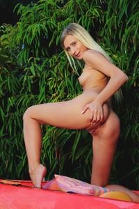 Lisa Dawn - Kayak  l6sesgq7og.jpg