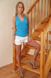 Tracy-Parker-Stairs--k6sqh6dfqt.jpg