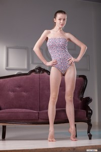 Emily Bloom - Sofa Show q6sqe5m3m7.jpg