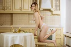 Crystal Maiden -Dinner Delight 1  06rk8645tn.jpg