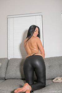 Bella Bruni - Bellas Leather Pants  o6rtgdaead.jpg